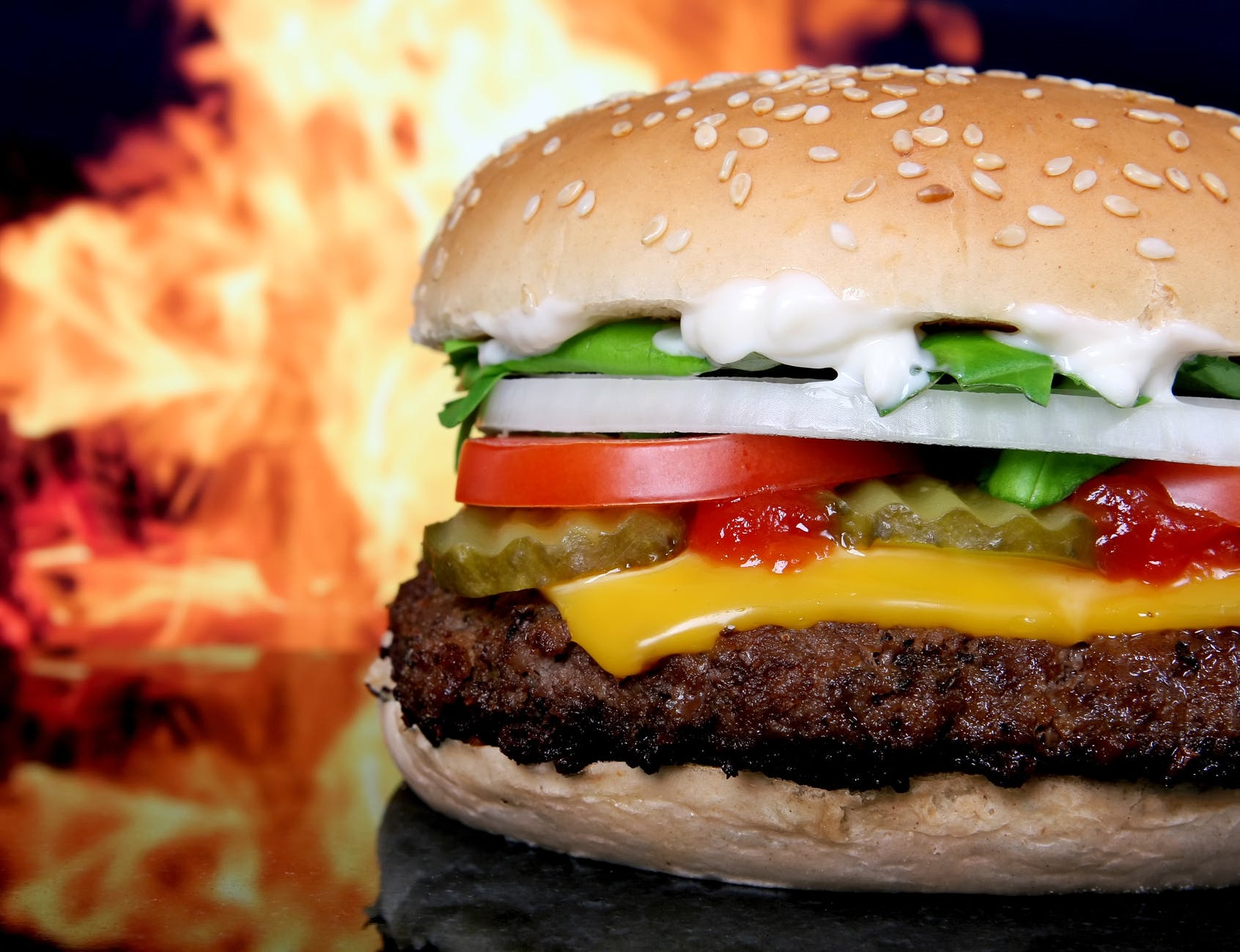 meat tomato and cheese burger